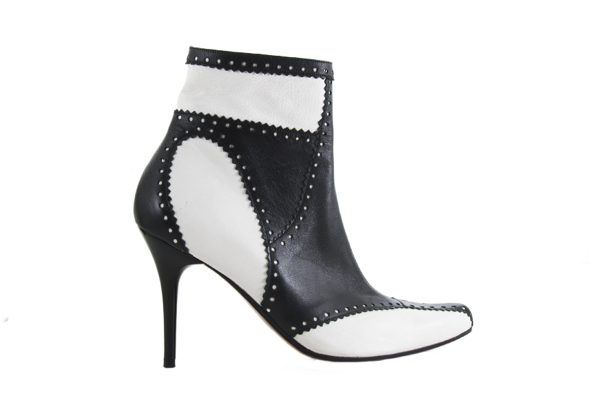 Kézzel készített, női magas szárú, magassarkú bokacsizma. Hand made high heel ankle boot, real leather shoe, handcrafet, kézművesség