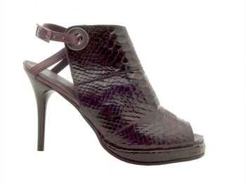 Tűsarkú lila lakk papucscipő